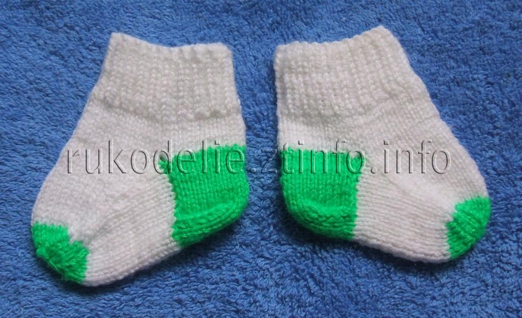 Простые носочки спицами для новорожденных