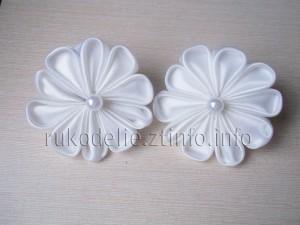 Резинки-Белые-цветочки-из-лент