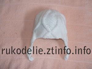 Белая шапочка спицами